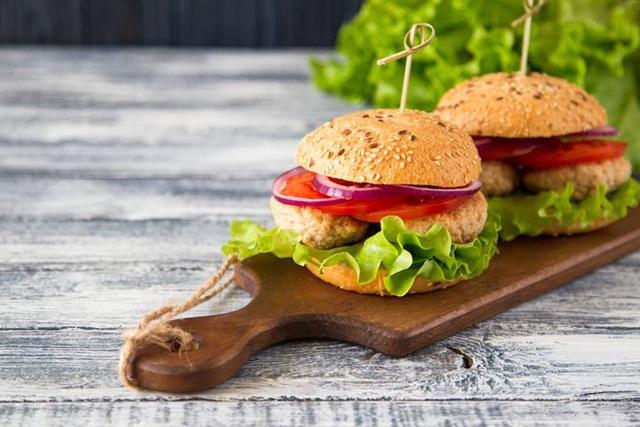 Chuyên gia dinh dưỡng khuyến cáo: Lợi và hại của 7 món thịt nướng khoái khẩu - Ảnh 5.