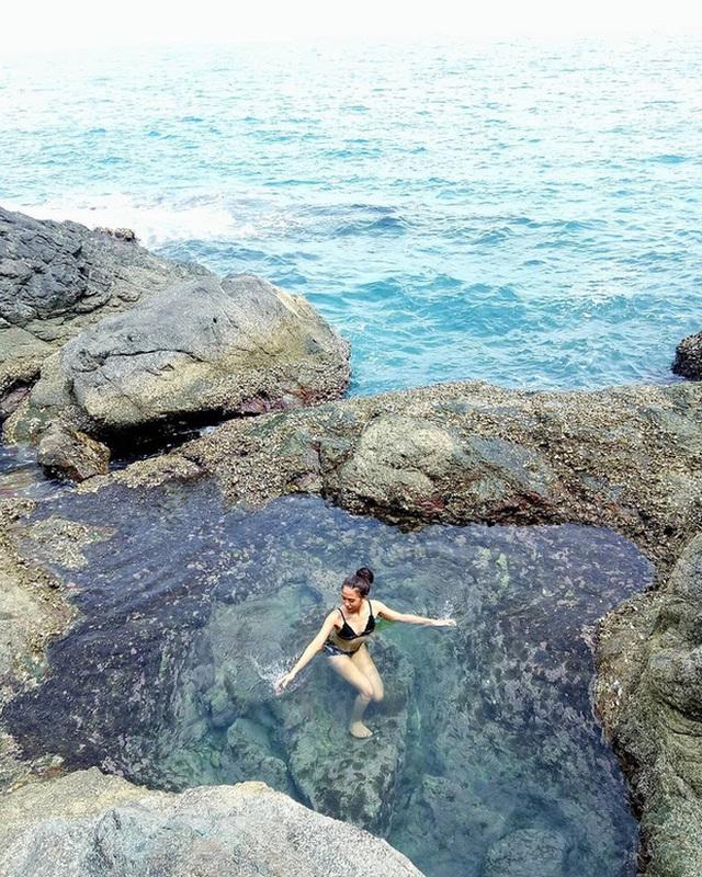 """Ngay tại Việt Nam cũng có 3 """"hồ bơi giữa biển"""" đẹp y hệt nước ngoài, hoang sơ đến nỗi rất hiếm du khách biết đến - Ảnh 2."""