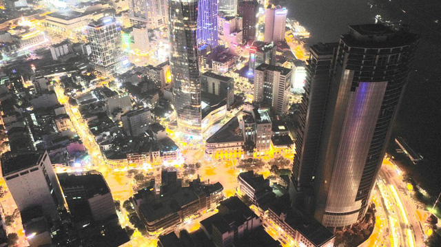 Cận cảnh cao ốc đắp chiếu, làm xấu bộ mặt trung tâm Sài Gòn - Ảnh 13.