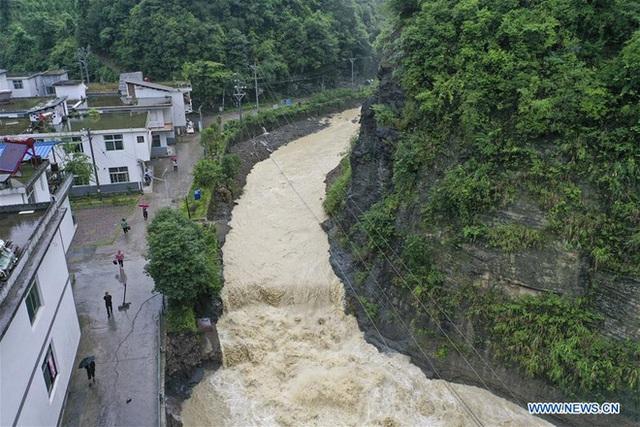 Hàng trăm con sông vượt mức nước báo động, thiệt hại không kể xiết: TQ lại tiếp tục đón hung tin - Ảnh 3.