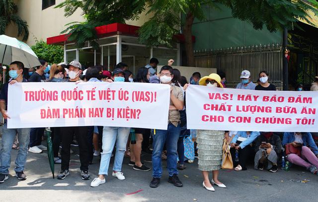 Nhiều phụ huynh trường Quốc tế Việt Úc sốc nặng khi nhận thư không thể tiếp tục tiếp nhận, dù học phí đã đóng đầy đủ và con đang học cuối cấp - Ảnh 4.
