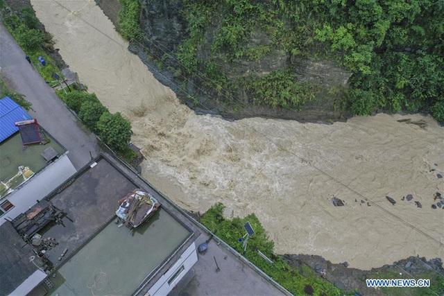 Hàng trăm con sông vượt mức nước báo động, thiệt hại không kể xiết: TQ lại tiếp tục đón hung tin - Ảnh 4.
