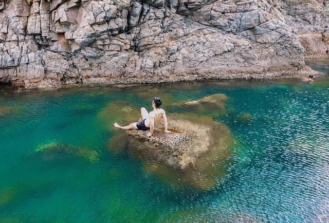 """Ngay tại Việt Nam cũng có 3 """"hồ bơi giữa biển"""" đẹp y hệt nước ngoài, hoang sơ đến nỗi rất hiếm du khách biết đến - Ảnh 5."""
