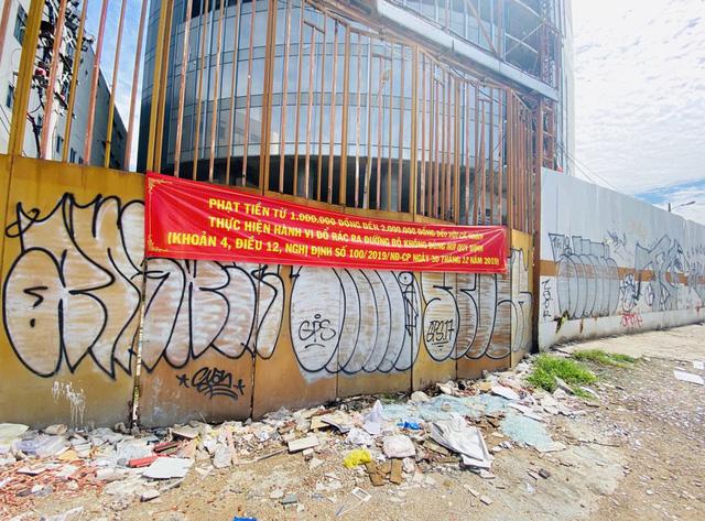 Cận cảnh cao ốc đắp chiếu, làm xấu bộ mặt trung tâm Sài Gòn - Ảnh 5.