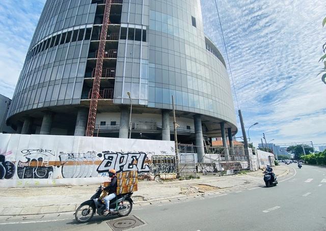 Cận cảnh cao ốc đắp chiếu, làm xấu bộ mặt trung tâm Sài Gòn - Ảnh 6.
