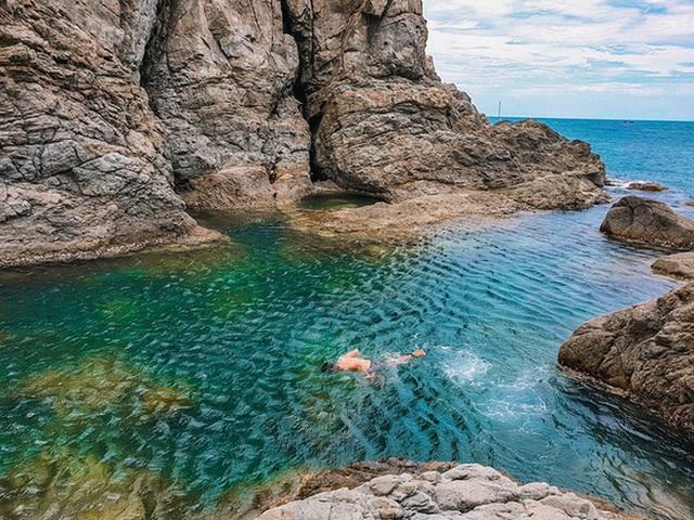"""Ngay tại Việt Nam cũng có 3 """"hồ bơi giữa biển"""" đẹp y hệt nước ngoài, hoang sơ đến nỗi rất hiếm du khách biết đến - Ảnh 7."""