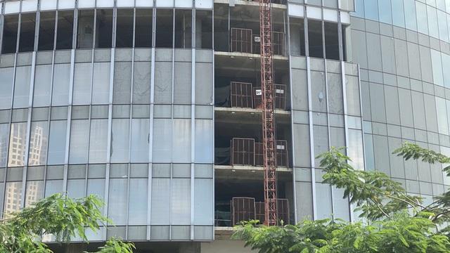 Cận cảnh cao ốc đắp chiếu, làm xấu bộ mặt trung tâm Sài Gòn - Ảnh 8.