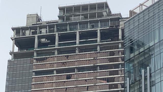 Cận cảnh cao ốc đắp chiếu, làm xấu bộ mặt trung tâm Sài Gòn - Ảnh 9.
