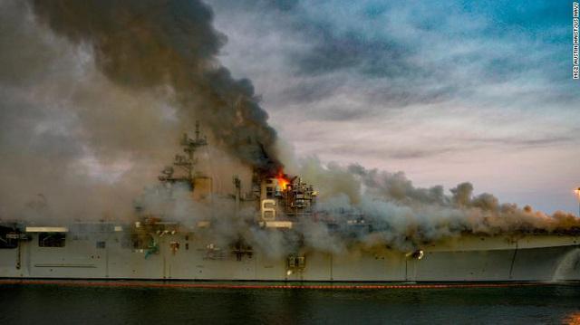 Đây là cách vụ cháy 4 ngày làm tổn hại Hạm đội Thái Bình Dương của Mỹ trong nhiều năm tới - Ảnh 2.