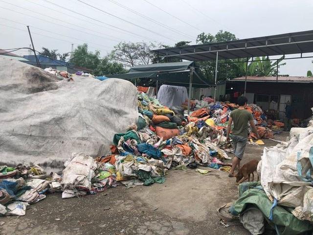 Cơ sở tái chế rác thải hoạt động chui nhiều năm ở Hải Phòng - Ảnh 1.
