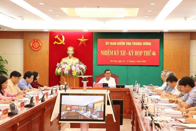 UBKTTƯ kỷ luật 2 Thiếu tướng, 1 Đại tá và đề nghị Ban Bí thư kỷ luật Trung tướng Dương Đức Hòa - Ảnh 1.