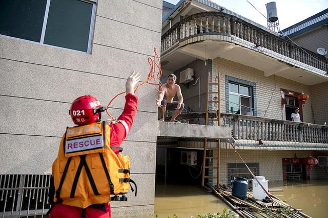 COVID-19 vừa ngớt, lũ lụt lại tấn công; người sống gần hồ Bà Dương (TQ) bức xúc vì con đê đậu phụ - Ảnh 2.