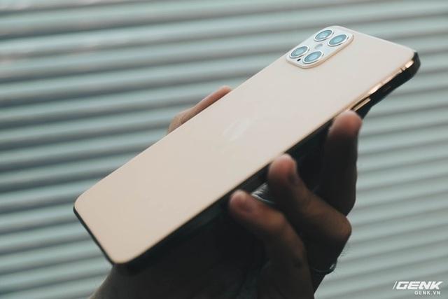 Cảnh giác với iPhone 12 Pro Max hàng nhái chạy Android, giá 2.5 triệu đồng tại Việt Nam - Ảnh 5.