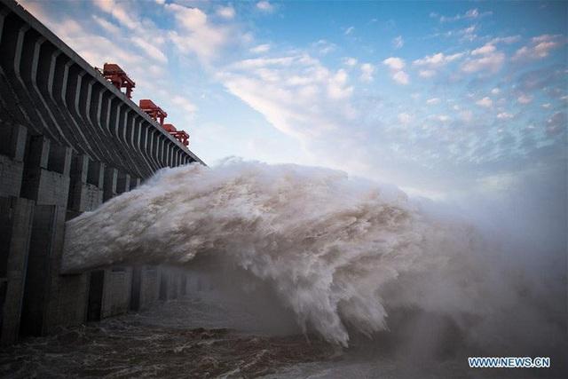 Đợt lũ thứ hai tràn về, nước hồ chứa đập Tam Hiệp cao kỷ lục - Ảnh 9.