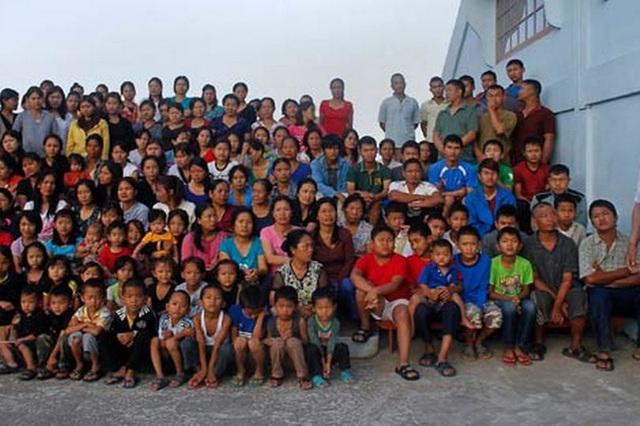 Cuộc sống bên trong căn nhà 100 phòng của cụ ông lấy 39 vợ: Đại gia đình ăn 30 con gà, 60kg khoai tây và 1 tạ gạo một buổi tối - Ảnh 2.