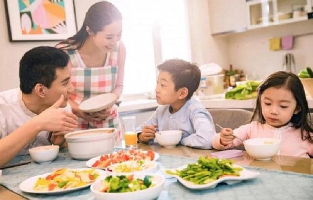 Muốn biết 1 gia đình hạnh phúc hay bất hạnh, chỉ cần nhìn vào 1 bữa ăn là có câu trả lời - Ảnh 2.