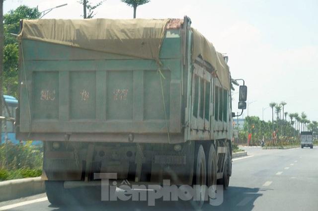 Hàng loạt xe tải hổ vồ vượt chốt CSGT vùng ven phía Tây Hà Nội - Ảnh 4.