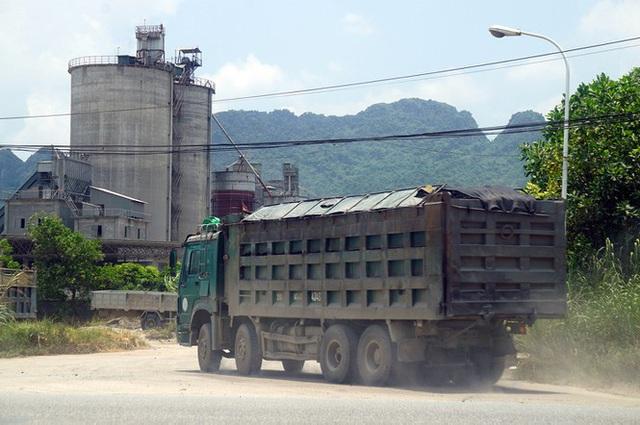 Hàng loạt xe tải hổ vồ vượt chốt CSGT vùng ven phía Tây Hà Nội - Ảnh 6.
