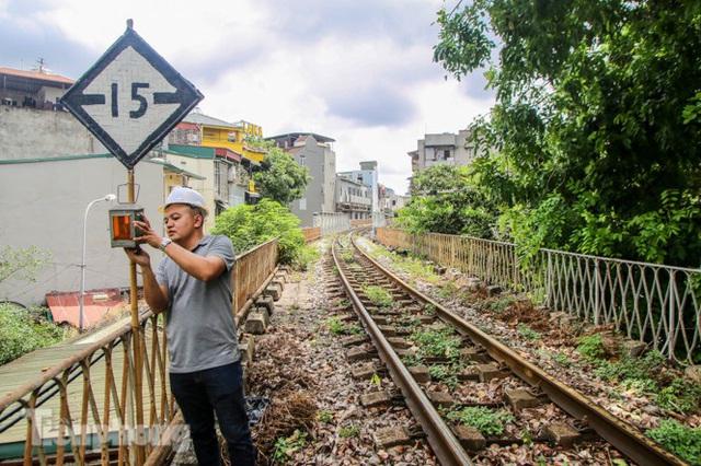Bắt đầu đục thông tiếp 5 vòm cầu đá 'trăm tuổi' trên phố Phùng Hưng - Ảnh 9.
