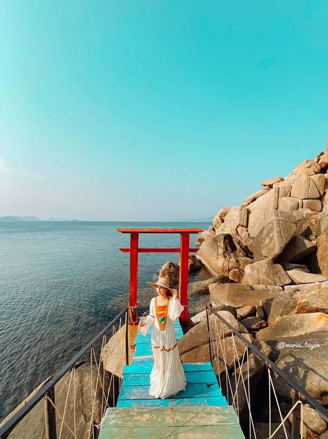 Lênh đênh 2N1Đ tại đảo Bình Hưng, Nha Trang chỉ với 1,5 triệu/người: Xứng đáng là Maldives Việt Nam với cảnh đẹp mãn nhãn, hải sản phủ phê - Ảnh 1.
