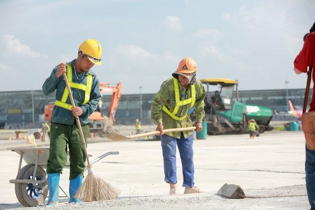 Đại công trường hơn 2000 tỷ cải tạo đường băng sân bay Quốc tế Nội Bài - Ảnh 2.