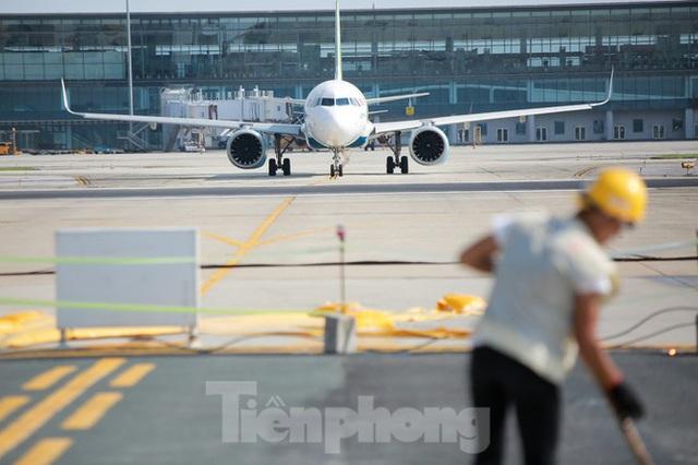 Đại công trường hơn 2000 tỷ cải tạo đường băng sân bay Quốc tế Nội Bài - Ảnh 12.