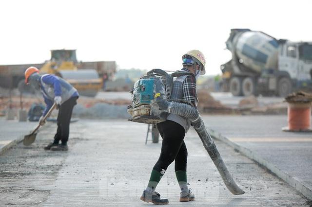 Đại công trường hơn 2000 tỷ cải tạo đường băng sân bay Quốc tế Nội Bài - Ảnh 13.