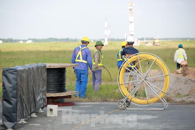 Đại công trường hơn 2000 tỷ cải tạo đường băng sân bay Quốc tế Nội Bài - Ảnh 14.