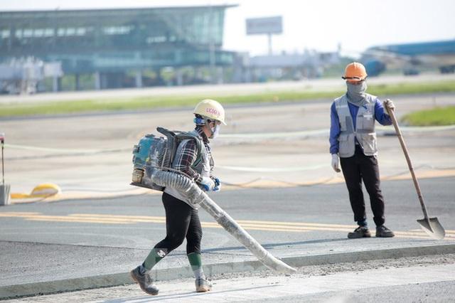 Đại công trường hơn 2000 tỷ cải tạo đường băng sân bay Quốc tế Nội Bài - Ảnh 15.