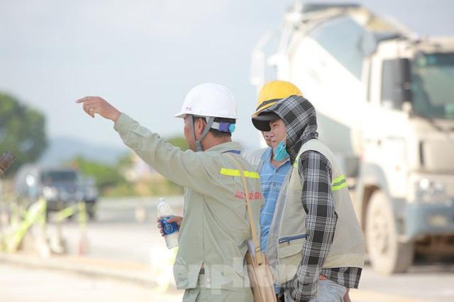 Đại công trường hơn 2000 tỷ cải tạo đường băng sân bay Quốc tế Nội Bài - Ảnh 18.