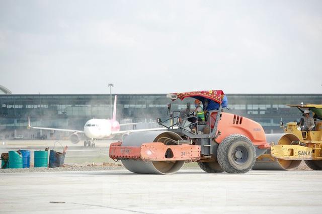 Đại công trường hơn 2000 tỷ cải tạo đường băng sân bay Quốc tế Nội Bài - Ảnh 19.