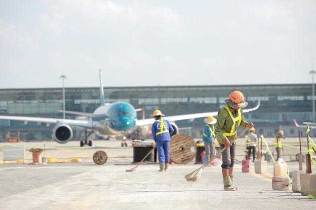 Đại công trường hơn 2000 tỷ cải tạo đường băng sân bay Quốc tế Nội Bài - Ảnh 3.