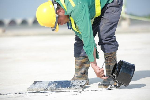 Đại công trường hơn 2000 tỷ cải tạo đường băng sân bay Quốc tế Nội Bài - Ảnh 4.