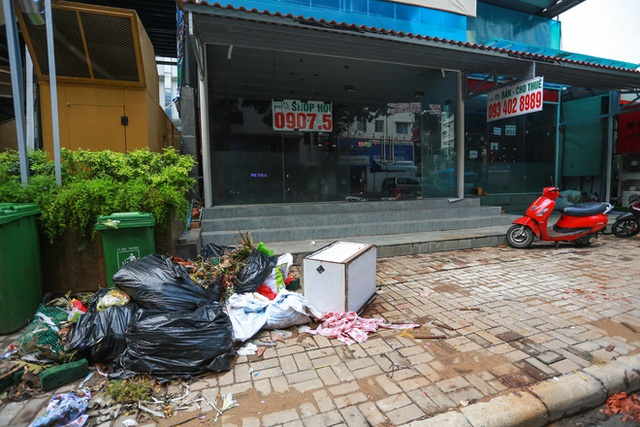 Phố Hàn Quốc ở Sài Gòn cửa đóng then cài, đìu hiu, xơ xác đến khó tin - Ảnh 5.