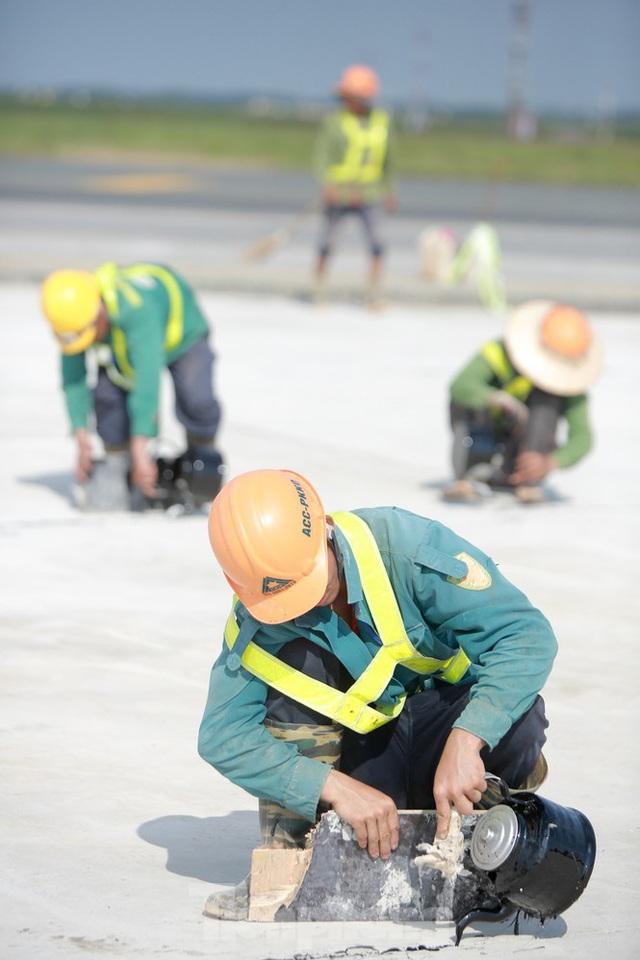 Đại công trường hơn 2000 tỷ cải tạo đường băng sân bay Quốc tế Nội Bài - Ảnh 6.