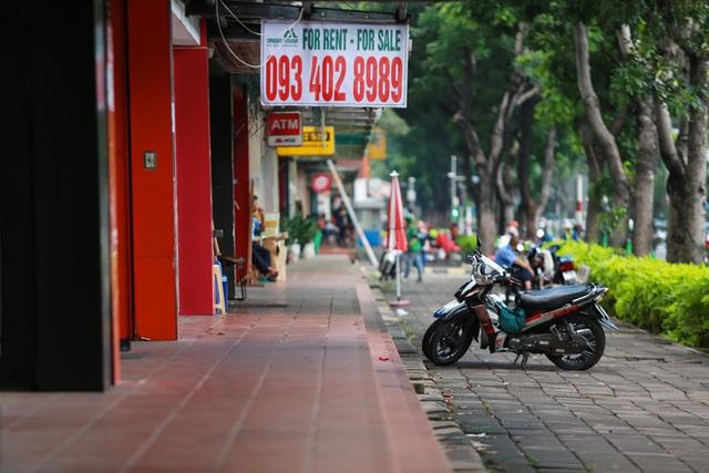 Phố Hàn Quốc ở Sài Gòn cửa đóng then cài, đìu hiu, xơ xác đến khó tin - Ảnh 8.