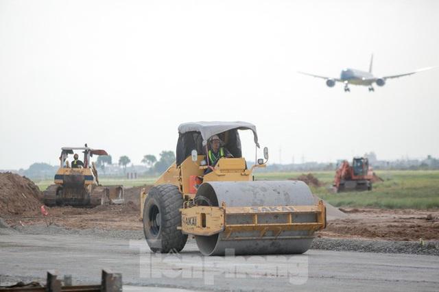 Đại công trường hơn 2000 tỷ cải tạo đường băng sân bay Quốc tế Nội Bài - Ảnh 8.
