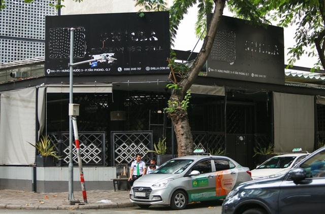 Phố Hàn Quốc ở Sài Gòn cửa đóng then cài, đìu hiu, xơ xác đến khó tin - Ảnh 9.