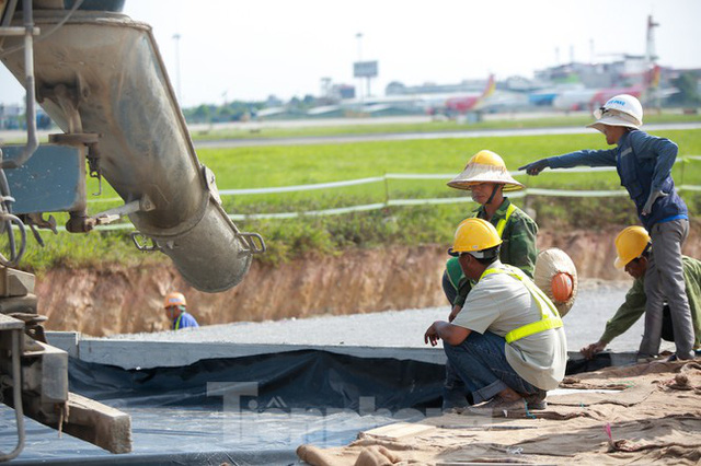 Đại công trường hơn 2000 tỷ cải tạo đường băng sân bay Quốc tế Nội Bài - Ảnh 10.