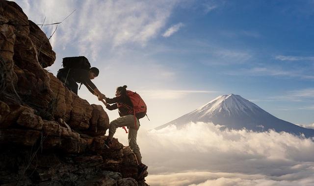 Cuộc đời cũng giống như leo núi: An yên, hạnh phúc hóa ra luôn ở ngay bên cạnh, người biết điểm dừng cuộc sống sẽ trọn vẹn hơn  - Ảnh 2.