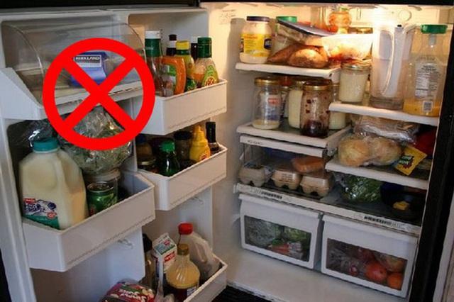 Tủ lạnh là nơi sinh sống của 2 họ vi khuẩn, để không bị ngộ độc thì đừng để thức ăn trong đó lâu hơn khoảng thời gian cho phép như sau - Ảnh 1.