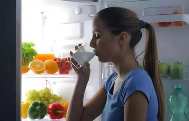 Tủ lạnh là nơi sinh sống của 2 họ vi khuẩn, để không bị ngộ độc thì đừng để thức ăn trong đó lâu hơn khoảng thời gian cho phép như sau - Ảnh 3.