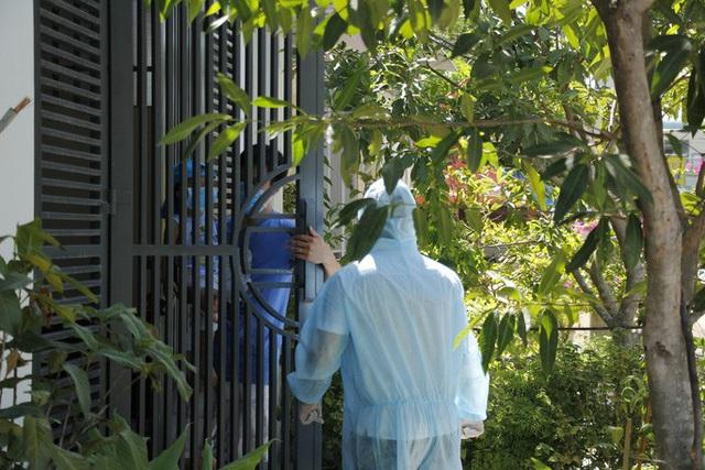 Con rể và cháu ngoại của bệnh nhân nghi mắc Covid-19 tại Đà Nẵng được đưa đi cách ly  - Ảnh 1.