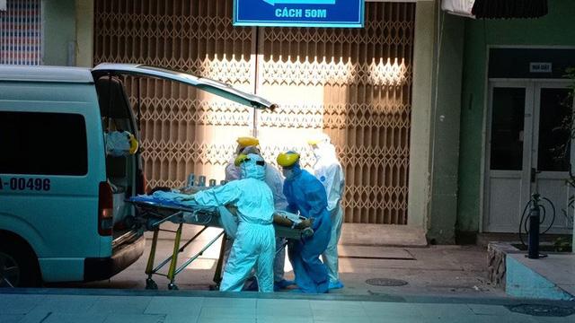 Con rể và cháu ngoại của bệnh nhân nghi mắc Covid-19 tại Đà Nẵng được đưa đi cách ly  - Ảnh 3.
