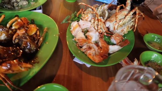 Đi Nha Trang chơi, hot vlogger và bạn bị móc túi hơn 5 triệu VNĐ cho một bữa ăn hải sản: Hóa ra tài xế taxi và quán ăn cùng câu kết để lừa khách từ trước - Ảnh 4.