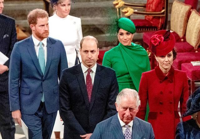 Meghan Markle từng bị chị dâu Kate phớt lờ dù đã cố gắng giao tiếp và bị các thành viên hoàng gia bán đứng - Ảnh 2.