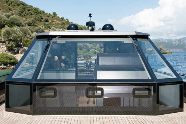 Du thuyền siêu sang làm bằng carbon tổng hợp và kính chống đạn - Ảnh 2.