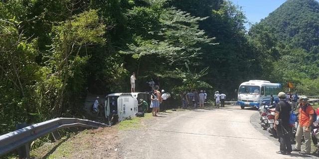 [Ảnh] Hiện trường vụ tai nạn khiến 9 người tử vong ở Quảng Bình, người tử vong, người bị thương nằm la liệt - Ảnh 1.