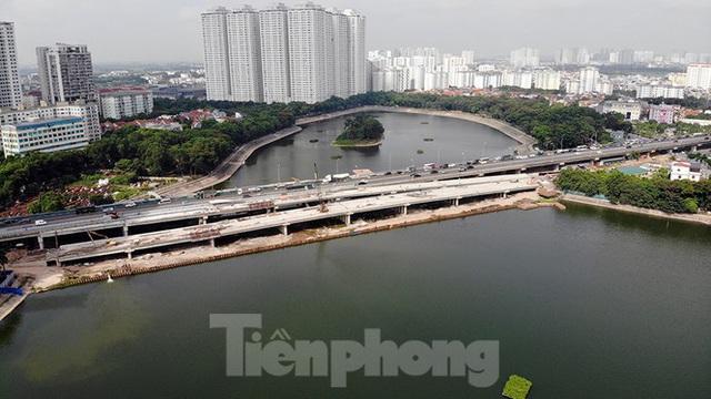 Cận cảnh cầu vượt hồ 314 tỷ đồng sắp hoàn thành ở Hà Nội - Ảnh 1.