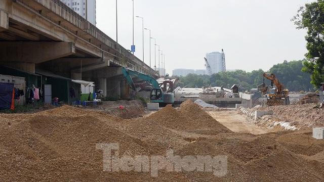 Cận cảnh cầu vượt hồ 314 tỷ đồng sắp hoàn thành ở Hà Nội - Ảnh 2.